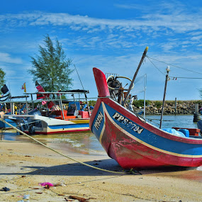 waiting by Azman Jaeh - Landscapes Beaches ( laut, pantai, lanscape, sampan, boat, fisherman, nelayan )