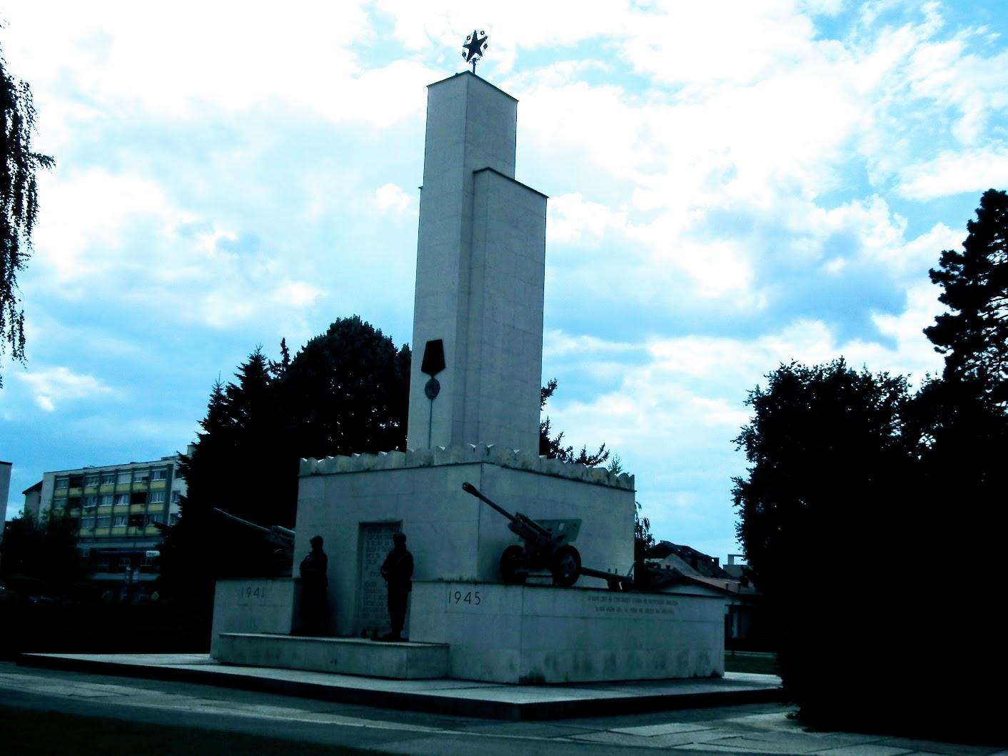 Murska Sobota (Muraszombat) - Spomenik zmage (A győzelem emlékműve)