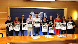 Presentación de los calendarios solidarios en el Ayuntamiento.