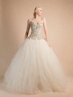 robe-de-mariee-Adélaïde-princesse-avec-strass-robe-de-mariee-bustier-strass-robe-de-mariee-bijou