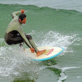 Juste avant la chutte by Gérard CHATENET - Sports & Fitness Surfing