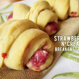 Strawberries and Cream Breakfast Rolls