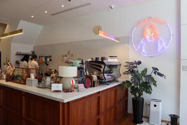 Urban Project : 結合民宿、咖啡店、洗衣複合式空間