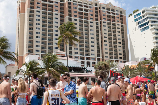 spring-break-ft-lauderdale-23.jpg - High rise hotels overlooking the beach in Fort Lauderdale.