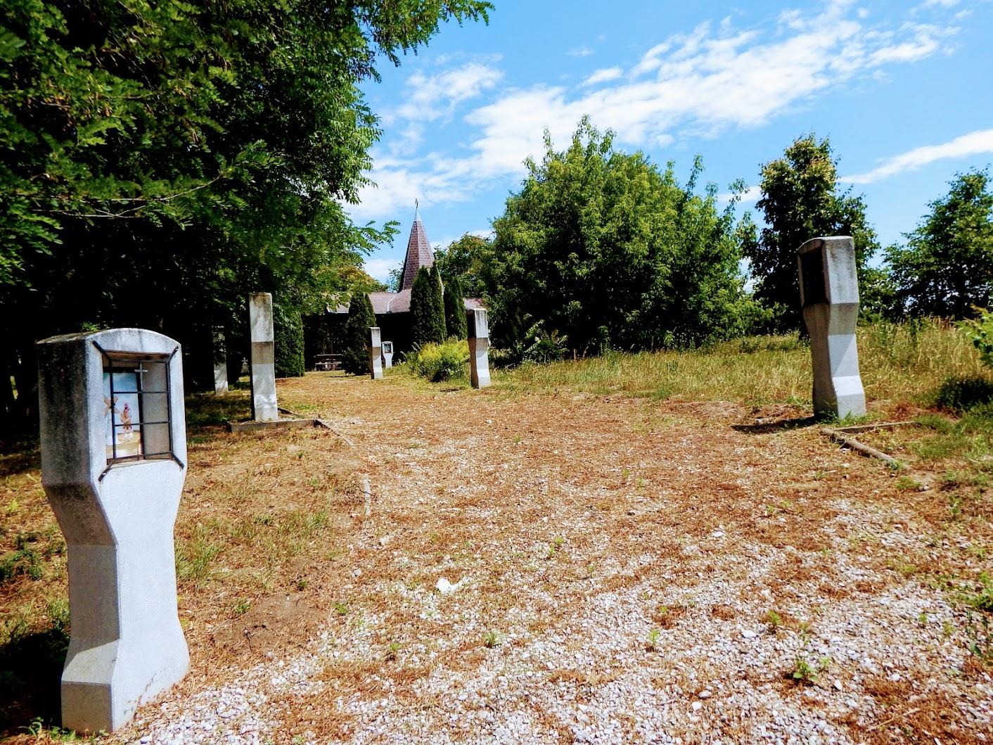Biatorbágy - Torbágyi új keresztút a temető mellett, Sarlós Boldogasszony kápolna