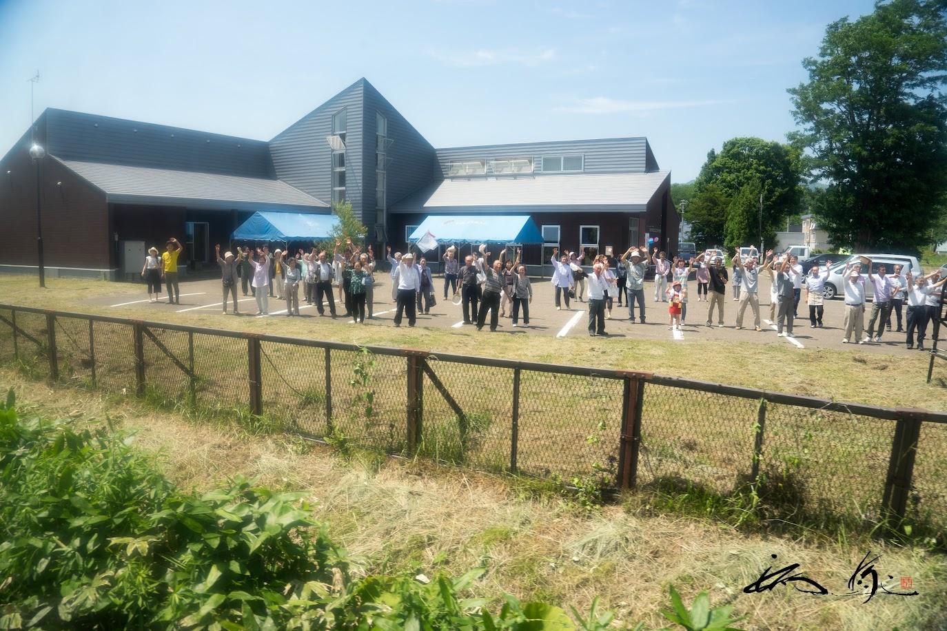駅に集まっ下さった沢山の町内会の方々の感動的な歓迎をうけて!