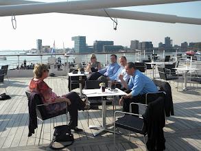 Photo: De bedrijven bespreken de teams: Viavox samen met Trends ICT en Pluimen