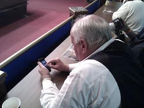 Photo: こんなご老人までiPhone使って動画撮影ですよ。アメリカ恐るべし。