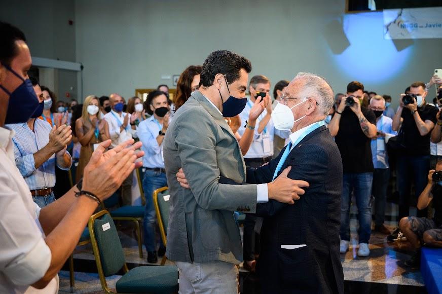 El presidente de Andalucía despide a Gabriel Amat.