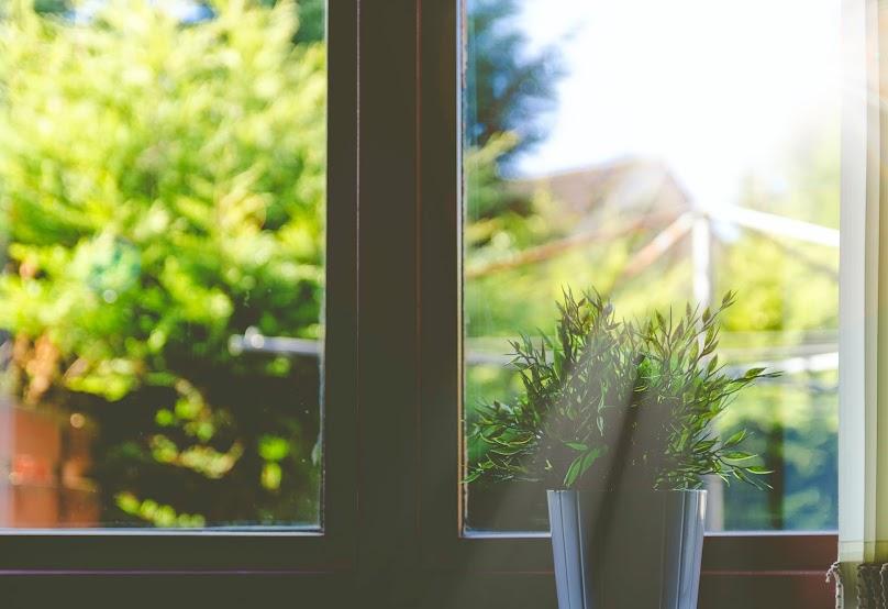 Wymiana okien może nie należeć do najtańszych, ale często jest ważna dla bezpieczeństwa