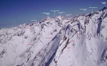 Photo: Vision aérienne annotée sur le vallon de Peyrahitte et les faces ouest des crêtes du Néouvielle.