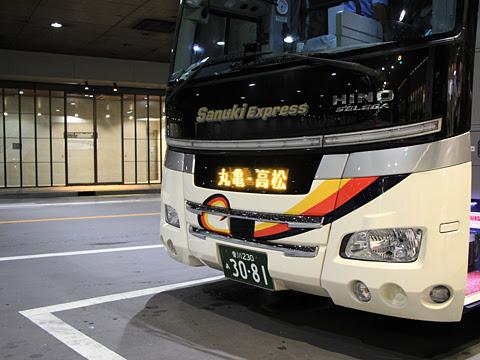 四国高速バス「さぬきエクスプレス福岡号」 3081 西鉄天神高速バスターミナルにて_02