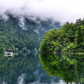 #ig_europe #hiking #trekking #ic_adventures #modernoutdoorsman #tlpicks #bestnatureshots #natgeoadventure #utemagasinet #naturkompaniet #awesomearth #awesomeglobe #ig_slovenia #bns_waters #wetravel #alldaytravel #igmasters #igrecommend #wonderfulplaces #worldshotz #worldunion #lakebohinj by Walle Grevik - Landscapes Waterscapes (  )