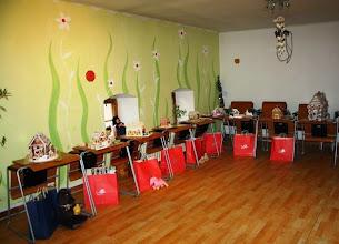 Photo: Medovníkové domčeky s cenami pre detičky