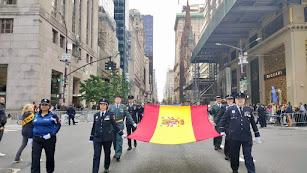 La bandera de España recorre la Quinta Avenida.