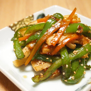 Ginger-Flavored Kinpira (Japanese Sauté) with Green Pepper, Chikuwa and Carrot