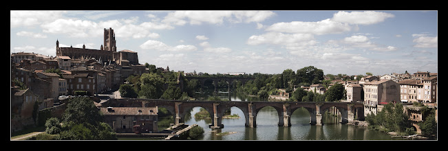 Photo: Albi, los tres puentes y la catedral de Sainte-Cécile