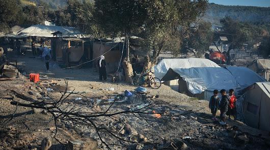 Las llamas arrasan el campo de de refugiados de Moria