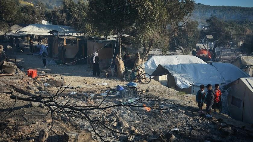 El fuego ha acabado con el campo de refugiados de Moria.