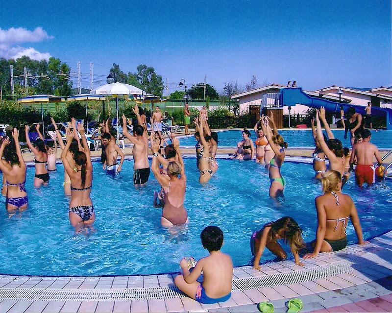 Animazione in piscina ..... e io vi guardo  di annabus58