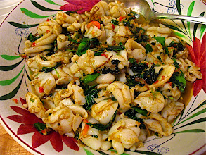 Photo: sizzling stir-fried cuttlefish with aromatic herbs and chillies (pad chah)