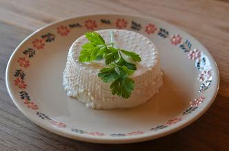 Photo: Kozi ser z solą himalajską Goat cheese with Himalayan salt