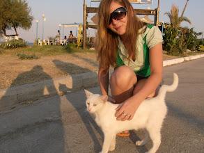 Photo: Rita és a fehér cica (sáti)