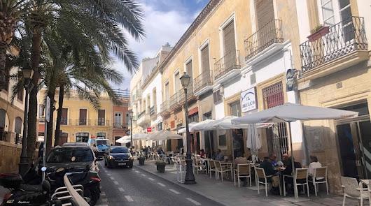 """Los hosteleros de Almería denuncian """"persecución de la Junta"""" a sus trabajadores"""