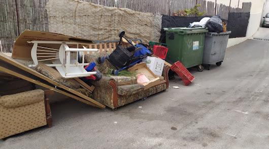 Berja pide a los vecinos más civismo a la hora de tirar la basura