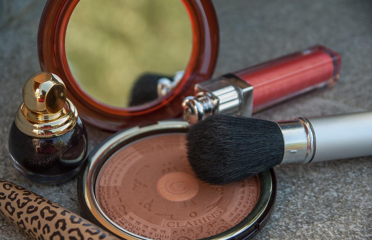 makeup-2479577_1280.jpg