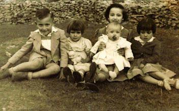 Photo: Pepito, Maribel, Manolita, Queti y Pilarin.