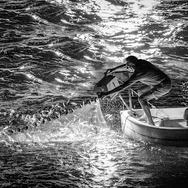 pescatore di luve by Gennaro Ruggiero - People Professional People ( fishermen, lampara, black and white, fish, fishing )