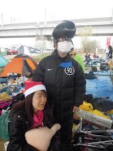 Photo: サンタのみぃなと学ランリージェント頭のトモちゃん、待ってるのも寒いねー!