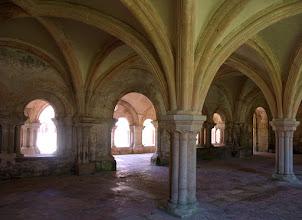 Photo: Abbaye de Fontenay. Salle des Moines