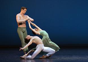 Photo: WIENER STAATSBALLETT - NUREJEW-GALA am 29.6.2013. Ballett VASLAV. Ryan Booth, Denys Cherevychko, Ketevan Papava. Foto: Barbara Zeininger