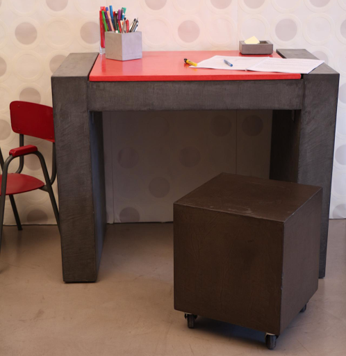 bureau-amenagement-sur-mesure-en-beton-cire-ambiance-contemporaine-maison-moderne-beton-decoartif-resine-les-betons-de-clara