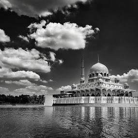 putrajaya mosque by Hafizi Ahmad - Buildings & Architecture Places of Worship ( putrajaya mosque, putrajaya )