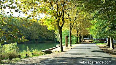 Photo: L'étang de Trivaux dans la forêt de Meudon - e-guide balade à vélo de Versailles à Meudon par veloiledefrance.com