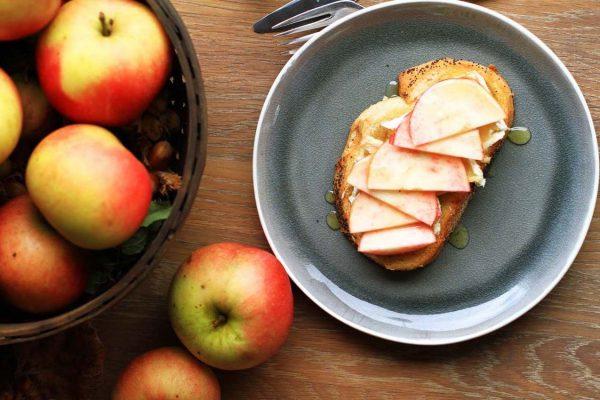 Apple Honey Brie Toast Recipe