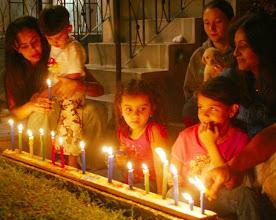 Photo: Los niños fueron quienes más disfrutaron el Día de las Velitas. Despúes de las 11 00 de la noche comenzó la rumba de los mayores en los barrios.