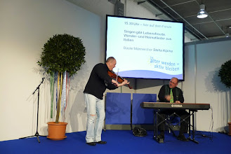 Photo: Caféhausmusik mit Rolf Wagner am Klavier