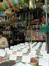 Photo: 10 numaralı dükkan! Sudan ucuza, temiz plastikten yapılmış fide torbaları buluyoruz burada...
