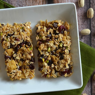 Dark Chocolate Pistachio Granola Bar