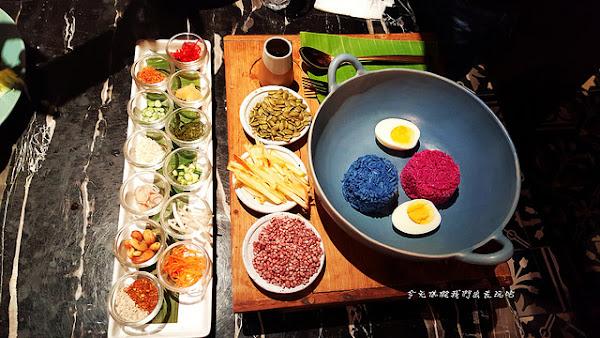 Woo泰式料理餐廳。華麗奢華風格。米沙拉泰好拍。炸春捲泰好吃