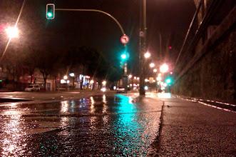 Photo: La lluvia de hace un rato, ha dejado tras de si la noche, tranquila...