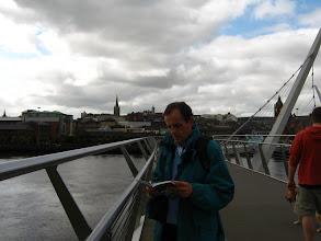Photo: Sempre a studiare la guida (foto Anna)