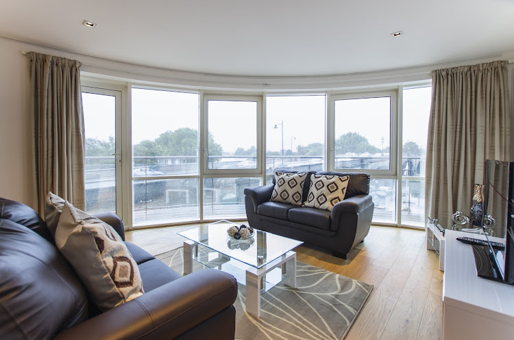 Kew Bridge Piazza serviced apartments, Brentford