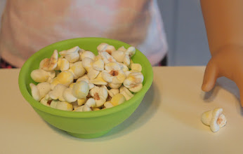 Photo: Popcorn. We used Pippaloo's tutorial. http://pippaloofordolls.blogspot.com/2013/10/popcorn-tutorial.html