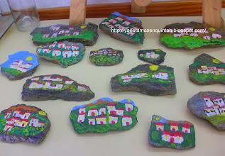 Photo: Pueblecitos de la Alpujarra pintados sobre piedras