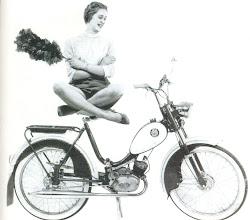 Photo: Peto 50 1959. Näitä myytiin myös Jaguar -merkillä. Tässä 2 -värisillä lokasuojilla